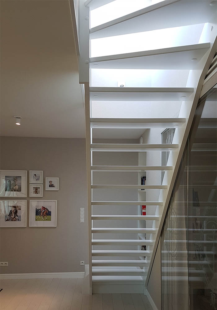 Drewniane schody policzkowe