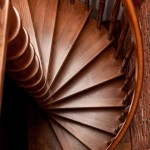 drewniane schody spiralne