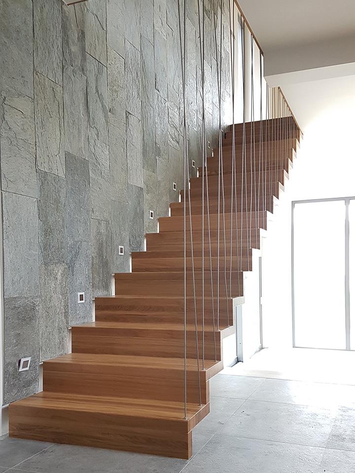 schody drewniane o konstrukcji samonośnej
